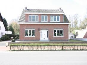 Ruime woning met 4 a 5 slaapkamers, gezellige veranda en grote ZW-tuin. Ideaal voor grote gezinnen of mensen die van ruimte houden. Zeker komen kijke
