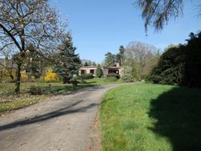Dit gezellig landhuis op 3690 m² bevindt zich op een ware A-locatie in Putte.<br /> <br /> De woning is gelegen in een zeer aangename, rustige, k