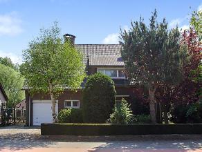 Welkom thuis !<br /> Deze toffe woning is gelegen op een knap zuid-oost georiënteerd perceel van 1015m² met zicht op de achtergelegen weilan