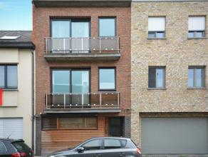 Gezellig gemoderniseerd appartement in het centrum van Duffel.<br /> <br /> Het appartement omvat een L-vormige woonkamer, keuken, vernieuwde badkamer