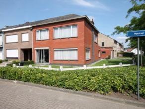 Zeer ruime, goed onderhouden woning, gelegen op een hoekperceel van ruim 6 are dicht bij centrum Berlaar.<br /> <br /> De woning beschikt op het gelij