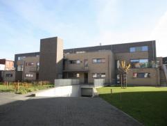 Zeer mooi en stijlvol gelijkvloersappartement gelegen op wandelafstand van het centrum, openbaar vervoer, nabij station en op 4 min van E19.  Een stuk