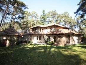 Rustig en residentiëel gelegen landelijke villa op 35a 25ca met mooi aangelegde tuin zuid georiënteerd.  Zeer goede verkeersverbindingen -