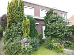 Naalstraat 12.Woning Hob met tuin en garage.Glvls: Hal + trap, living, keuken, badkamer met zitbad of douche, veranda, garage, tuin.1st verd: 4 slaapk