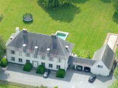 Deze charmante villa met parktuin is gelegen op wandelafstand van Edegem-centrum. Er is een vlotte verbinding Antwerpen-Brussel dankzij de E19 & A