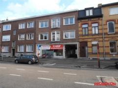 Dit handelspand heeft een zéér gunstige ligging, vlakbij het vernieuwde commercieel centrum van Mortsel en is geschikt voor verschillend