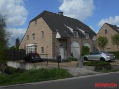 Deze gezellige instapklare cottage woning gelegen in een landelijke omgeving dateert van 2004, is volledig opgeschilderd en gelegen op een kleine afst