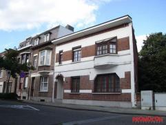 Op wandelafstand van het centrum van Mortsel vinden we deze woning terug in een rustige buurt net daarbuiten. Gedeeltelijke renovaties dateren van 200