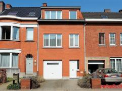 Deze op te frissen ééngezinswoning met tuin en inpandige garage, is gelegen te Mortsel op de weg richting Edegem vlakbij het sint-jozef