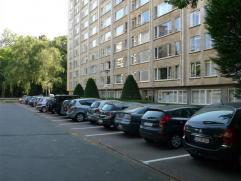 Dit centraal gelegen appartement (2e verdieping) bevindt zich op een goede locatie, met invalswegen op de as Antwerpen - Brussel. Ook goed bereikbaar