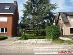 Mooie bouwgrond voor een half-open bebouwing gelegen net buiten het centrum van Lint. De totale oppervlakte bedraagt 726m². De perceel-breedte be