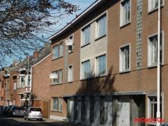 Dit mooi en ruim appartement bevindt zich in het centrum van Kontich, vlakbij het openbaar vervoer, scholen en winkelcentrum. Er zijn nieuwe ramen aan
