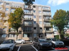 Rustig gelegen, kort bij het centrum van Mortsel, vinden we dit aangenaam appartement op de 2eV van een gebouw met lift. De locatie is ongelofelijk ru
