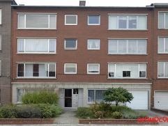 Zeer ruim casco appartement met 3 slaapkamers op goede locatie. In directe nabijheid van openbaar vervoer, scholen, wijnegem shopping center, ... Mits
