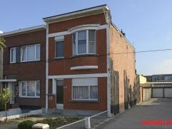 U vindt deze te renoveren woning in een vlot bereikbare wijk, vlakbij het Fort VII. Dankzij de A12 is er een prima verbinding Antwerpen - Brussel. U k