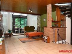 Centraal gelegen en instapklare woning met 3 slaapkamers, garage en ruime tuin met Oost oriëntatie. Vlakbij openbaar vervoer, winkels, scholen en