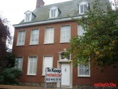 Deze te renoveren voormalige dokterswoning ligt in het centrum van Kontich. Het is een grote woning die als kangoeroewoning kan gebruikt worden. Schol