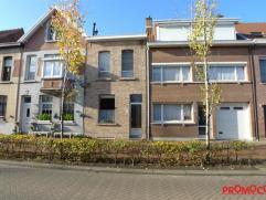 We vinden deze charmante woning met tuin terug nabij het oude dorpscentrum van Mortsel. Deze woning is gebouwd rond 1900 en up to date gehouden doorhe