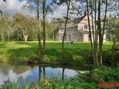 Luxueuze villa gelegen aan de rand van het centrum van Kontich volledig in het groen niet ver van belangrijke invalswegen richting Antwerpen en Brusse