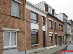 Klein beschrijf mogelijk!! Charmante, op te frissen woning (91m²) met 2 slaapkamers en een gezellig tuintje. Centraal gelegen in een rustige stra