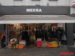 Dit handelspand is gelegen op de meest commerciële ligging van het centrum van Mortsel, de gekende Statielei. Deze werd recent volledig her-aange