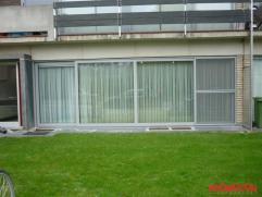 """Dit appartement ligt in de """"Altena""""wijk dicht bij het centrum van Kontich. Tussen de inkom van het appartement en de gemeenschappelijke ruimte is een"""