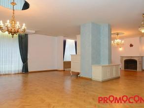 Prijs : &; 1.050 Aantal slaapkamers : 3 Aantal badkamers : 1 Garage : 1 Adres : Deurnestraat 166, 2640 MORTSEL Bewoonbare opp. : 145 m² Woong