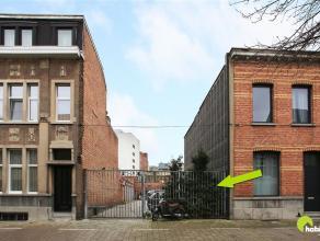 Deze grond, bestemd voor een gesloten bebouwing van 7,5m, is gelegen nabij het centrum van Mortsel.  Het betreft een perceel van 254 m².  De gron