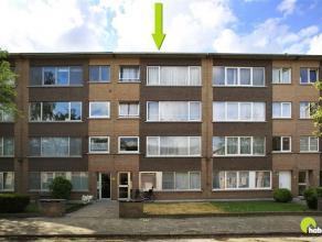 In een aangename en rustige woonwijk vinden we dit ruim appartement gelegen op de 3de verdieping.  Er zijn 4 appartementen in het gebouw.  Er is geen
