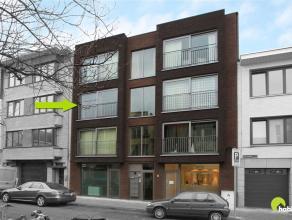 Dit prachtig nieuwbouwappartement (2013) is gelegen in het hartje van Mortsel.  Vlakbij vinden we het nieuw aangelegde plein met ondergrondse parkings
