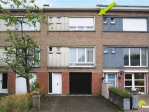 Deze rustig gelegen bel-étage woning met tuin en garage is zeer goed en centraal gelegen in de Altena-wijk. Op wandelafstand vindt u het Altena