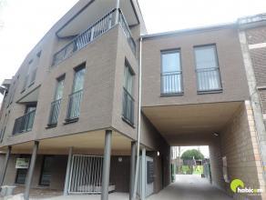 Dit mooi nieuwbouw één slaapkamer appartement gelegen op het gelijkvloers heeft een oppervlakte van 65 m² en is zuid gelegen, m&eac