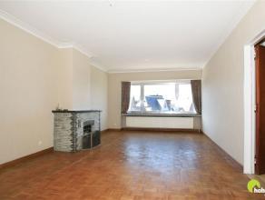 Gezellig en zeer centraal gelegen appartement met 2 slaapkamers in hartje Mortsel. Een top-ligging in de belangrijkste winkelstraat van Mortsel, met p