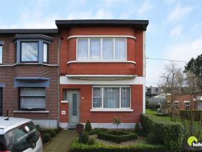 Gelegen in de residentiële Buizegemwijk vinden we deze karaktervolle woning met zuidtuin.  Het eigendom werd gebouwd in 1936 op een perceel van 3