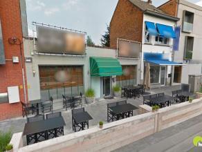 In hartje Mortsel, op het stadsplein, vinden we dit mooi handelspand momenteel in gebruik en ingericht als restaurant.  Voor de deur vinden we op woen