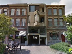 Deze ruime garagebox (2,70 x 7,20) met kantelpoort is ondergronds gelegen in het centrum van Mortsel.     In het garagecomplex is watervoorziening. Hi
