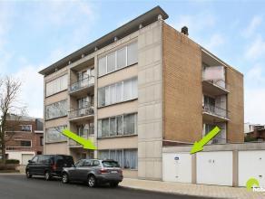 Gelegen in een autoluwe woonwijk op wandelafstand van het centrum van Mortsel en Edegem, vinden we dit gelijkvloersappartement met tuin en garagebox.