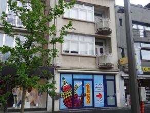 Unieke kans!  Op zoek naar een pop-up pand van 240m² in de grootste winkelstraat van Mortsel?  Dit handelspand met bovengelegen kantoorruimte/mag