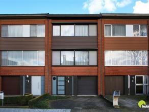 In een aangename residentiële en kindvriendelijke woonwijk in een doodlopende straat te Lint is deze zeer verzorgde bel-étage woning te vi