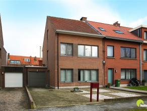Deze halfopen bebouwing, in de leuke Hof van Rieth wijk in Mortsel, heeft een grondoppervlakte van 325m².   Het is een zeer aangename en rustige