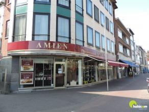 Dit uitstekend gelegen handelspand bevindt zich in het commercieel centrum van Mortsel en geniet van een uitstekende visibiliteit op de hoek van de An
