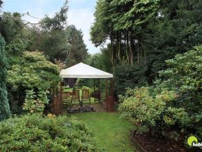 In een aangename en groene woonstraat te Mortsel is dit charmante gelijkvloersappartement gelegen met prachtige tuin. Zeer leuk gelegen op een steenwo