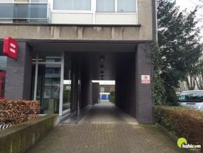 In dit garagecomplex, gelegen in het centrum van Mortsel, worden 3 garageboxen aangeboden.  Het gaat om 2 kleine garages (5.25m x 2.10m), voor een kle