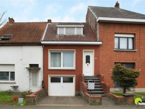 Instapklare landelijk gelegen woning op een zeer goede ligging te Kontich met goede bereikbaarheid naar E19 en A12.  Het woongedeelte ligt een 2m bove