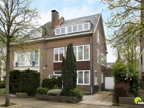 In de residentiële Oosterveldwijk, één van de zeer gegeerde woonwijken gelegen tussen de commerciële centra van Wilrijk en Mor