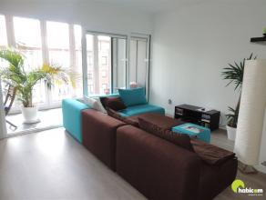 Dit ruim nieuwbouwappartement met 2 slaapkamers en terras is gelegen op de 2de verdieping in de mooiste winkelstraat van Mortsel, de Statielei. Vlakbi