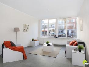 Dit volledig gerenoveerd appartement vinden we terug in het commerciële hart van Mortsel, op weg richting Berchem, gelegen op de gelijkvloerse ve