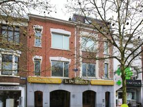 Op de grens van Mortsel met Berchem vinden we dit bijzonder mooi eigendom bestaande uit een bijzonder ruim winkelpand, 3 duplex appartementen,  1 appa