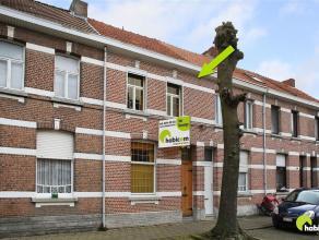 Deze te renoveren gesloten bebouwing is gelegen in een leuke buurt vlakbij het centrum van Mortsel en openbaar vervoer.  Het is een knusse woning met