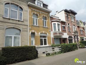 Deze charmante, volledig gerenoveerde burgerwoning bevindt zich in één van de mooiste straten van Mortsel centrum, de Lindenlei.  Net om